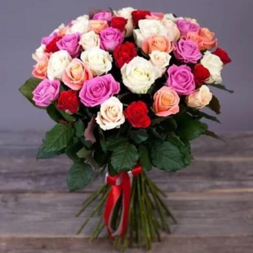 Купить на заказ Букет из 31 розы (микс) с доставкой в Текели